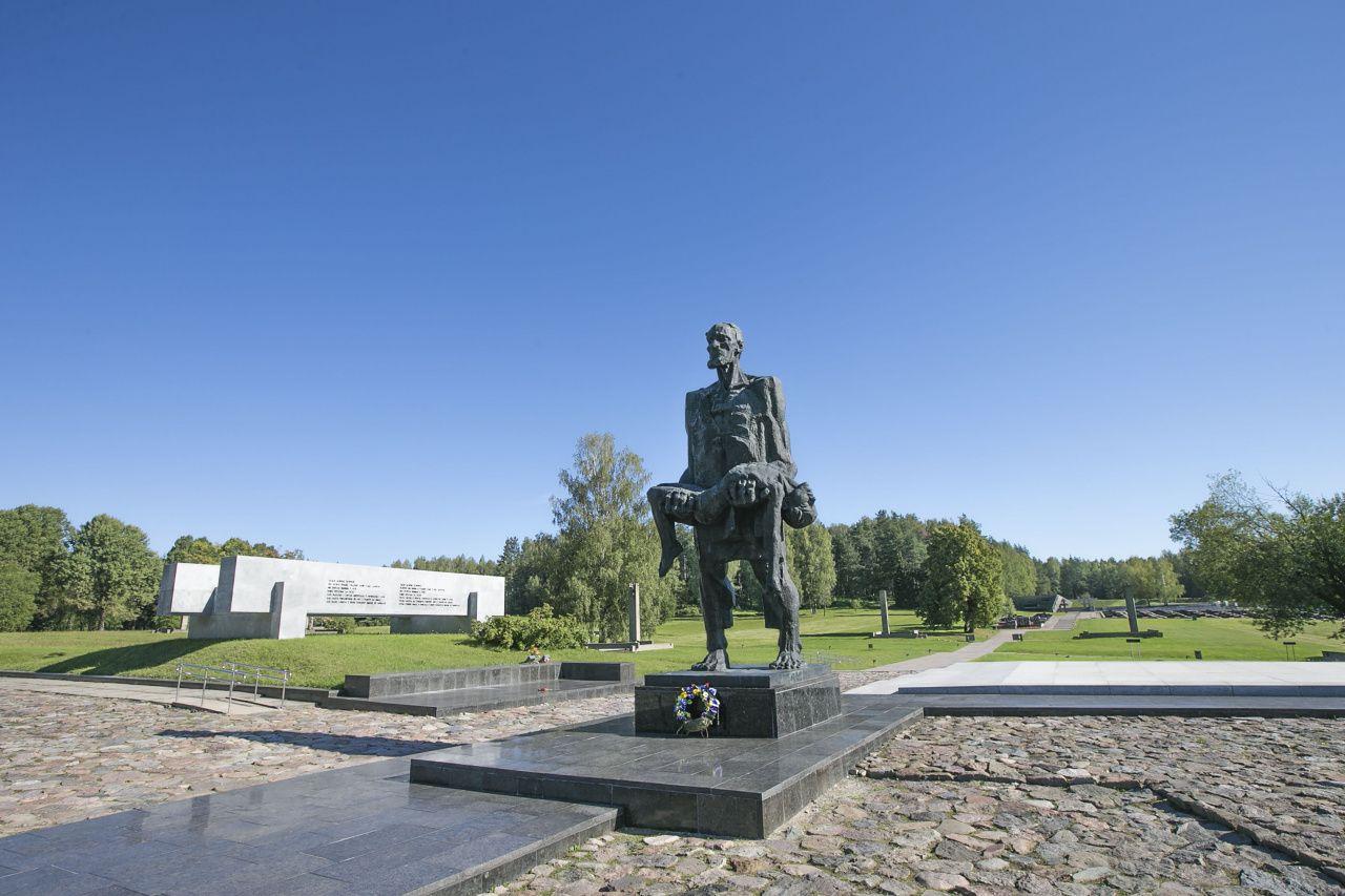 Достопримечательности Беларуси: Мемориальный комплекс «Хатынь»
