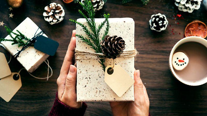 Что подарить маме на Новый год - полезные советы и лайфхаки